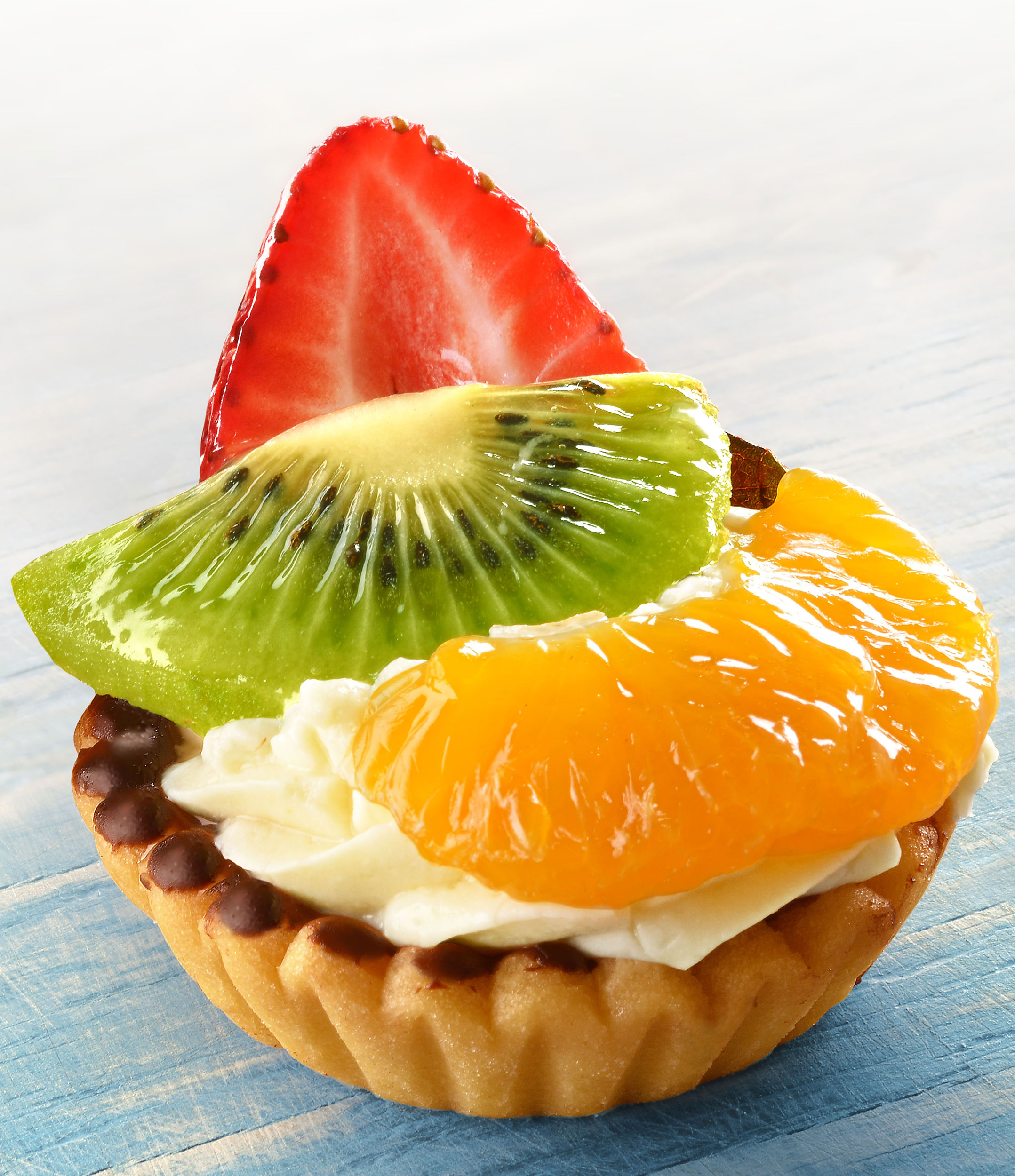 mike wepplo natural photography strawberry kiwi and mandarin tart